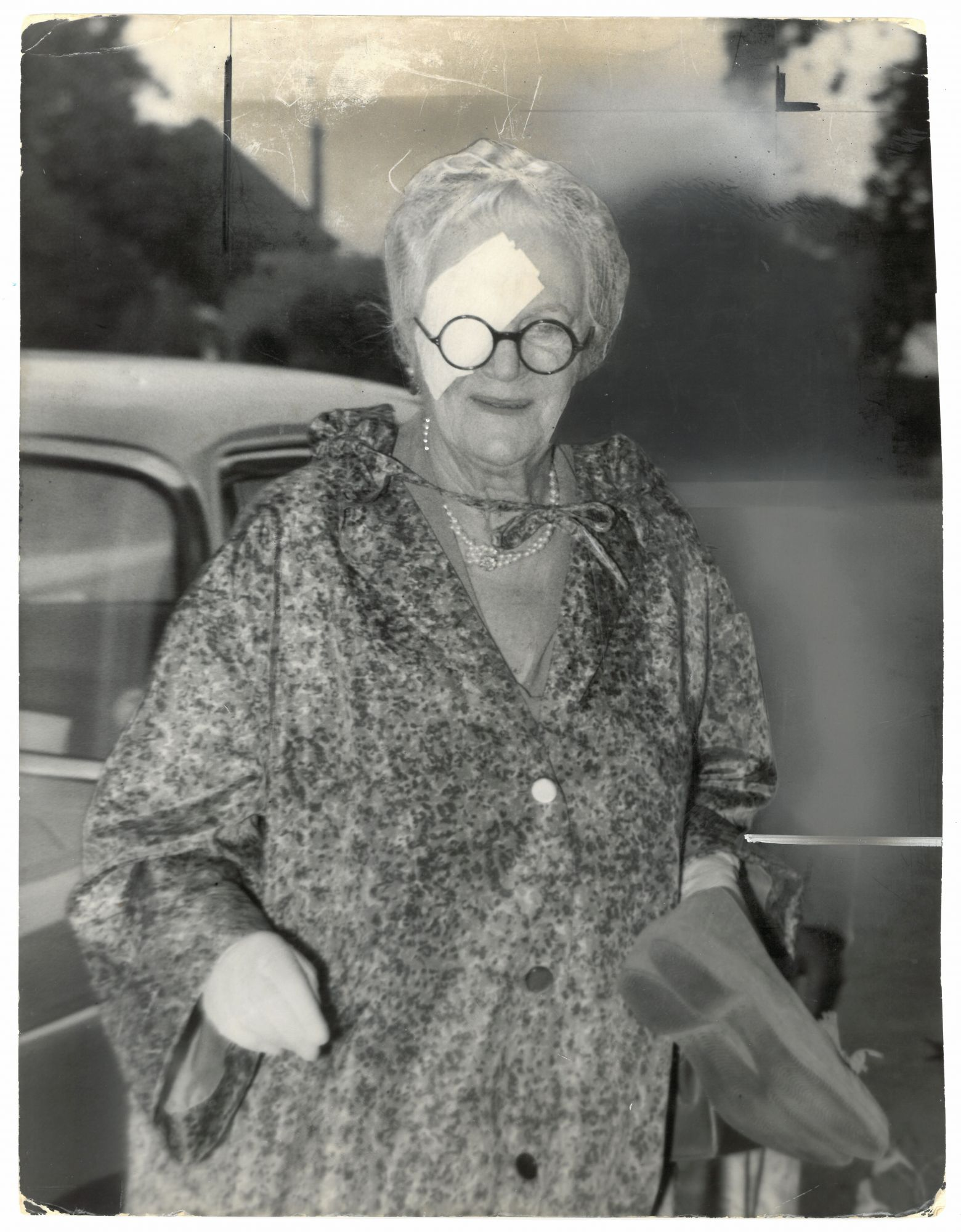 An Original Press Photo Of Lady Clementine Churchill Wearing An Eyepatch Published On 1 September 1959 On Churchill Book Collector